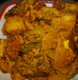 Karela (Bittergourd) Aalu Pyaaz Sabzi (Dadi-Nani Style)!