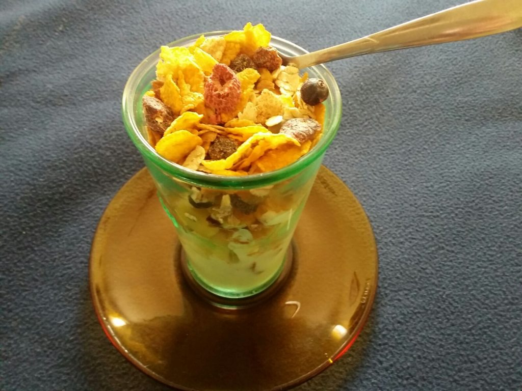 Cornflakes aCornflakes and Fruit Yogurt Smoothie recipend Fruit Yogurt Smoothie