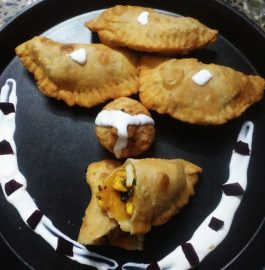 Palak Paneer Stuffed Gujiya Recipe