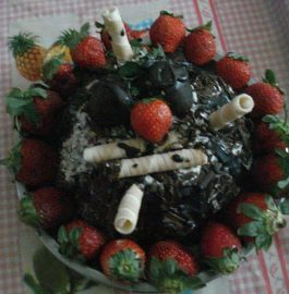 Strawberry Chocolate Biscuits Cake - Yummy Dessert