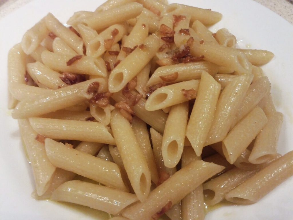 Italian Pasta with Olive Oil and Garlic ( Aglio E Olio)