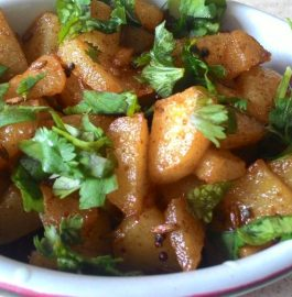 Achari Aloo Fry - Quick and Easy Recipe!