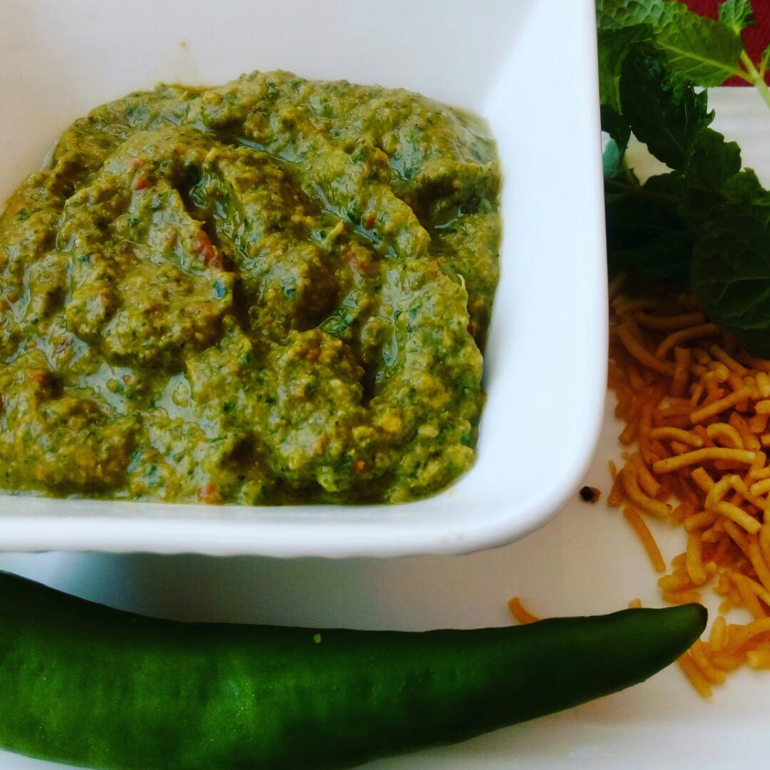 Mint And Bhujiya Chutney Recipe