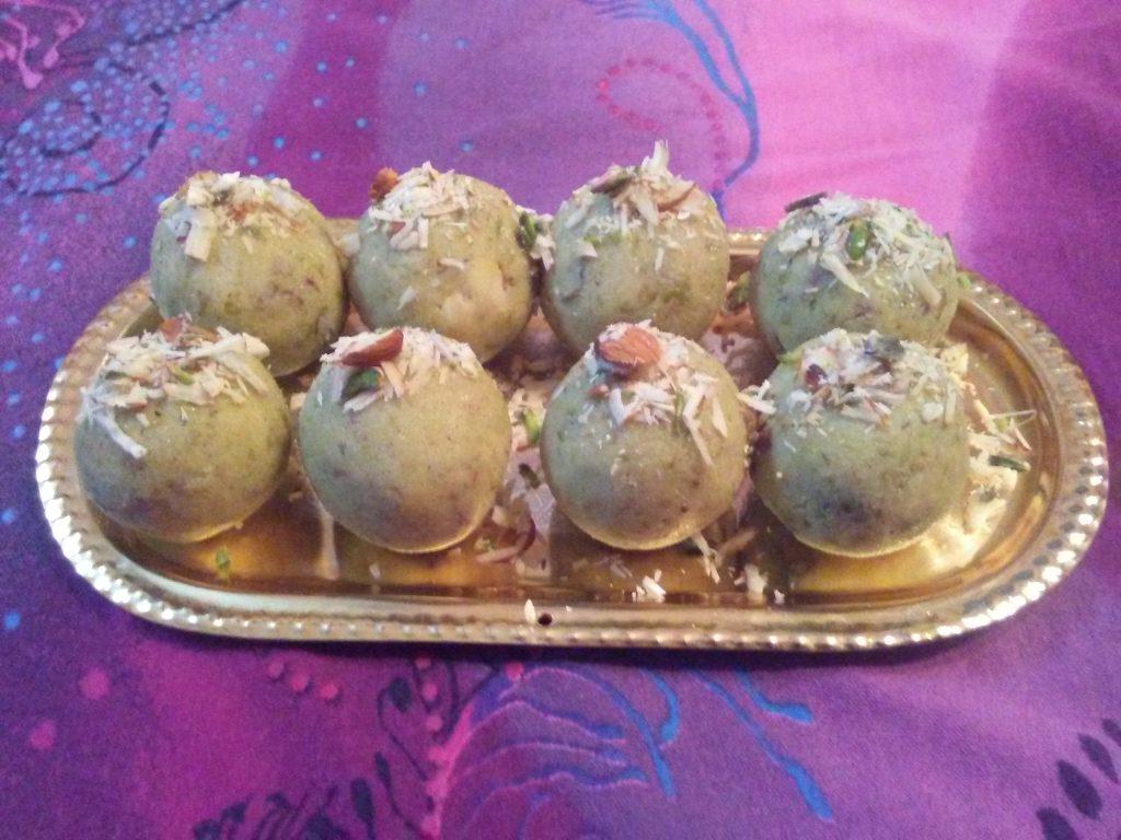 Matar Mawa Laddu Recipe