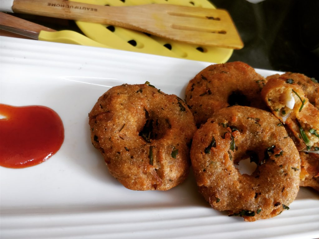 Bread Medu Vada - Instant Breakfast Recipe