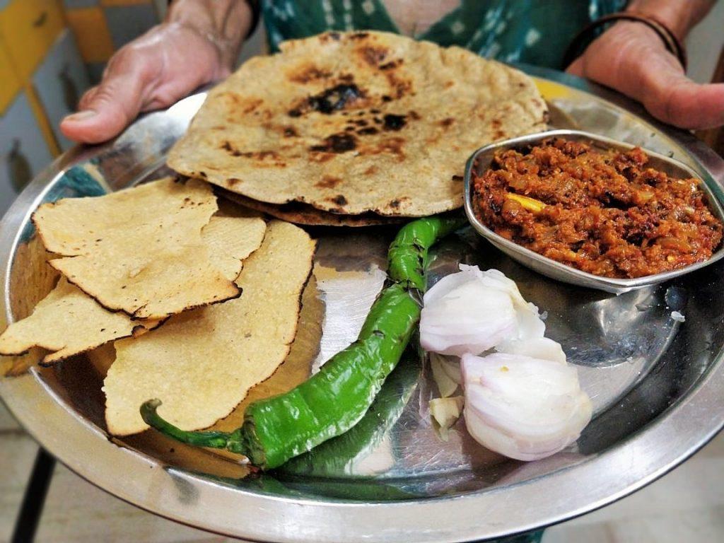 Jwar Roti And Lehsun Chutney | Village Thali Recipe