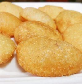Sooji Ke Golgappe Recipe