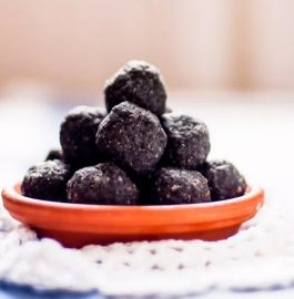 Black Til And Dates Laddu Recipe
