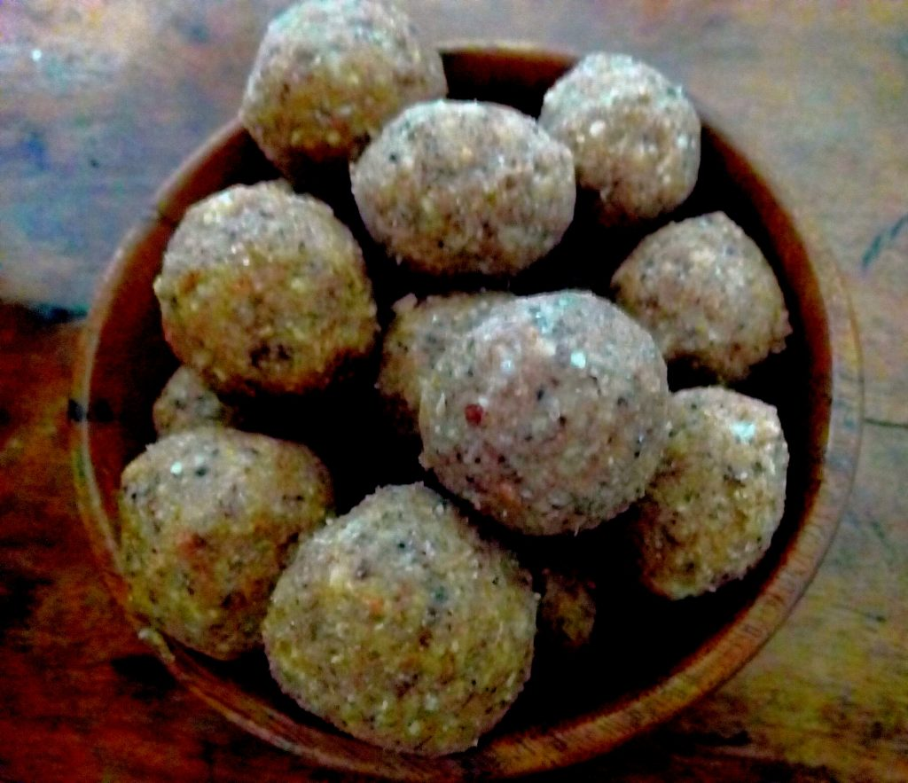 Gond Giri Badam Laddoo Recipe