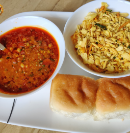 Misal Pav | Mumbai Famous Misal Pav Recipe