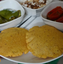 Makki Aloo Poori Recipe