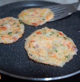 Bache Hue Chawal Ka Uttapam Recipe