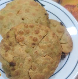 Matar Puri | Hare Matter Ki Puri Recipe